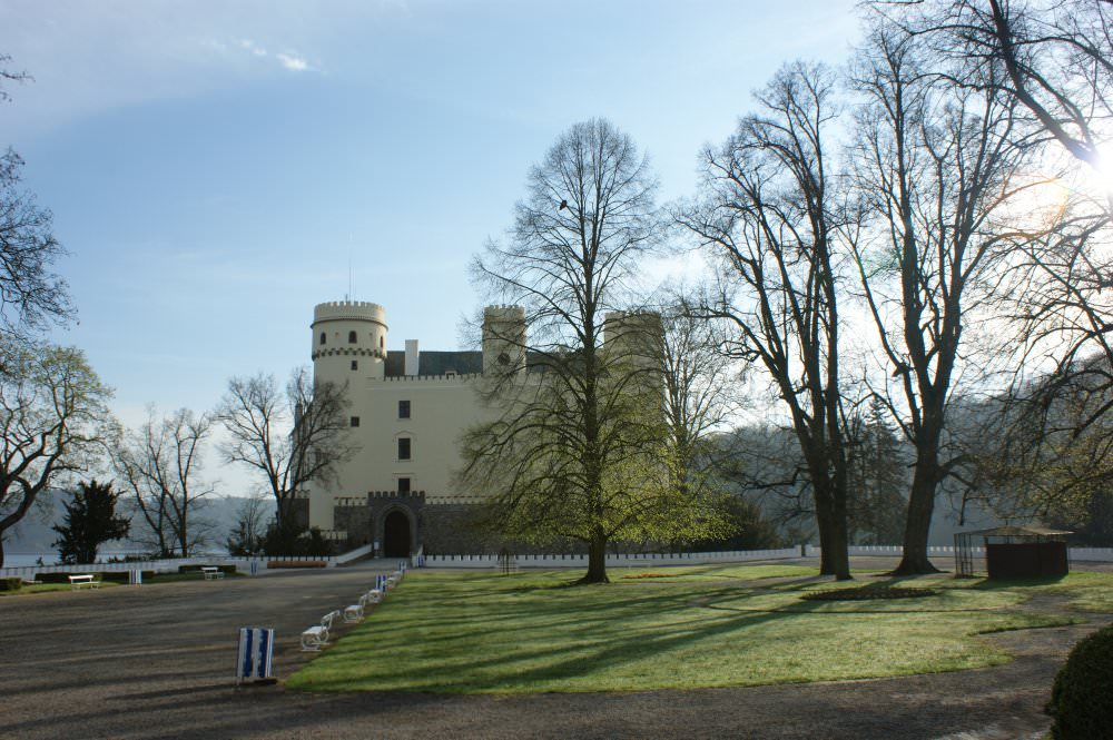 Tour of Orlik Chateau