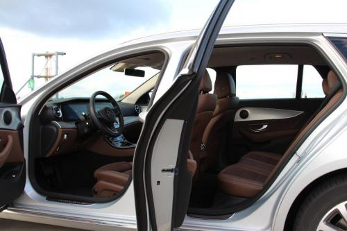 mercedes-benz-e-class-estate-interior-2