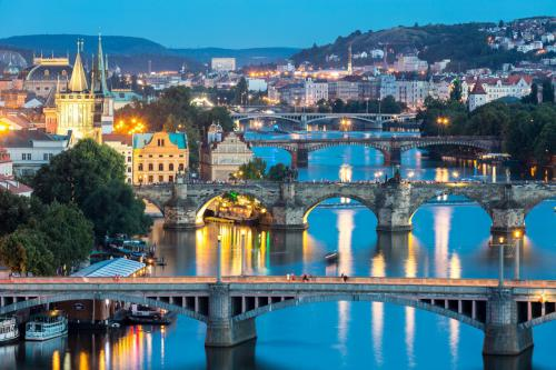prague-bridges-by-night-1